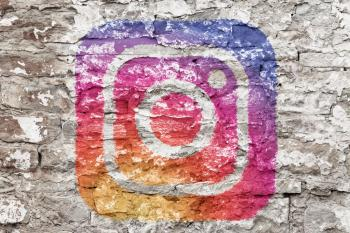 pourquoi instagram agence caza